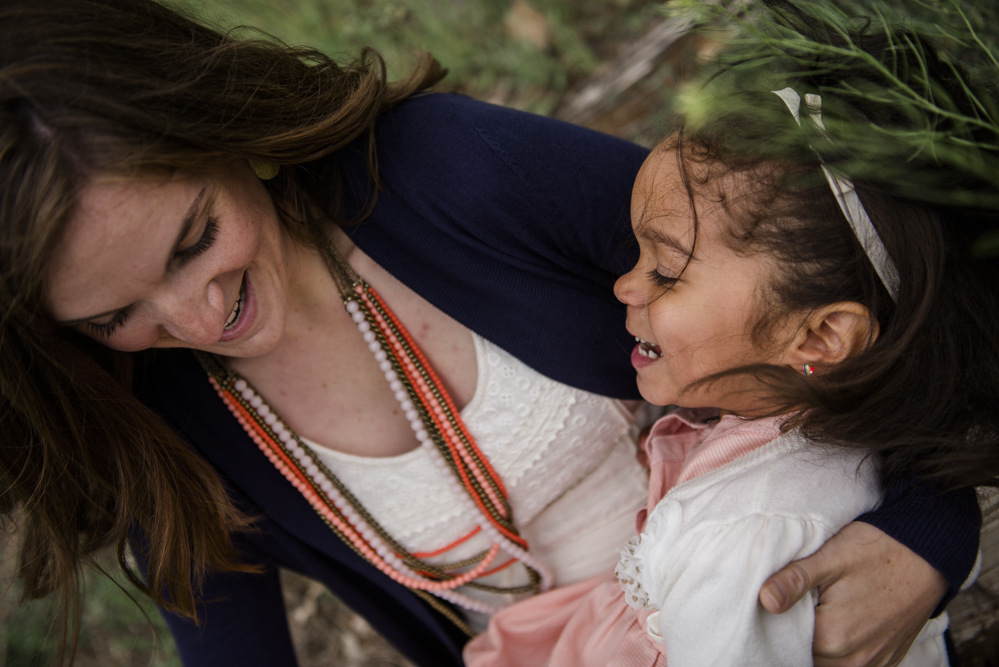 mom-tickling-daughter